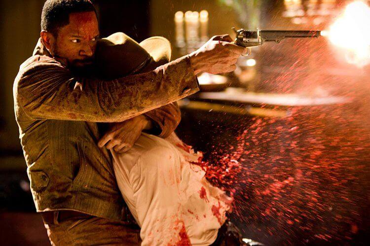 昆汀塔倫提諾 2013 年導演作品《決殺令》中在黑奴問題嚴重的背景有許多豪不遮掩的反抗與暴力鏡頭。