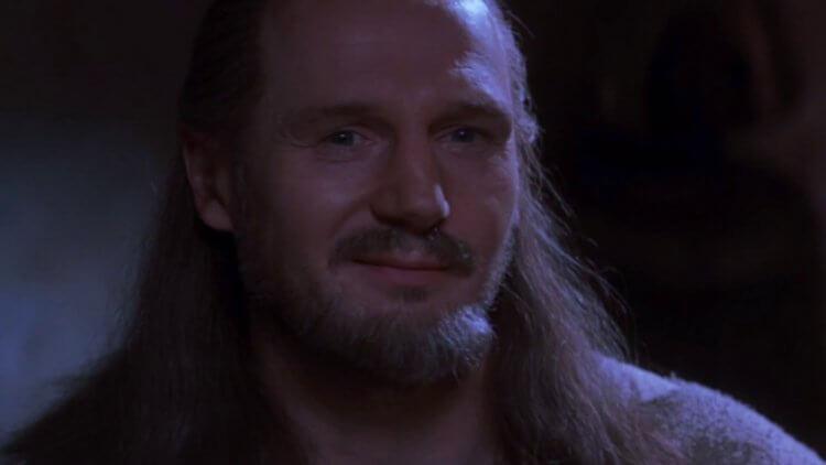 連恩尼遜 (Liam Neeson) 飾演的金魁剛 (Qui-Gon Jinn)