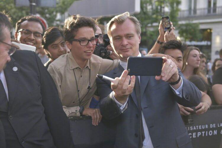 為了不讓演員與劇組在工作時分心,諾蘭也奉行手機禁令。