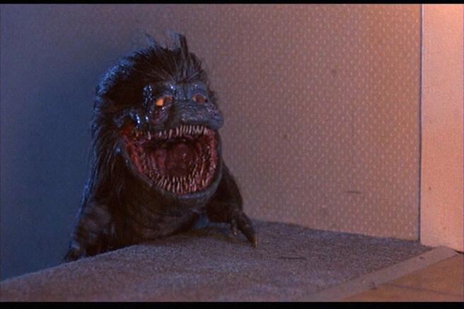 1986 年科幻喜劇《外星通緝者》中的外星生物克里特的神祕語言,是由配音員科瑞伯頓所特別設計的。