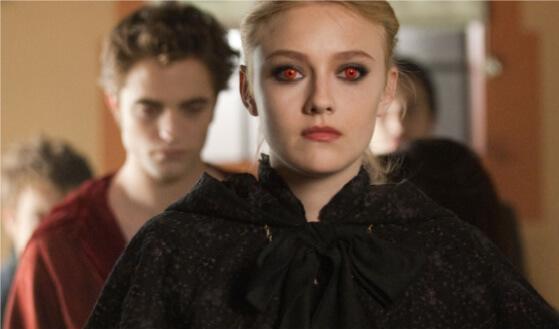 描述人類女孩與吸血鬼男孩禁戀故事的電影《暮光之城 2:新月》還是當年少女的心頭經典。