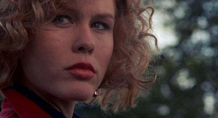 米基洛克的前妻黛博拉芙亞爾曾在 1985 年電影《威猛奇兵》中有性感演出。