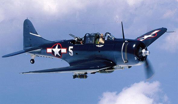 美軍於中途島大戰使用的道格拉斯無畏式俯衝轟炸機。