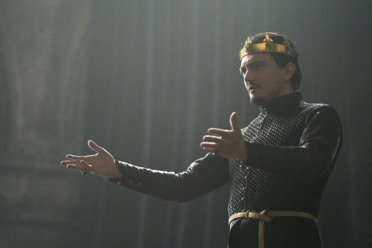 《天命之咒》塞巴斯蒂安阿梅斯托 (Sebastian Armesto) 飾演烏瑟王。