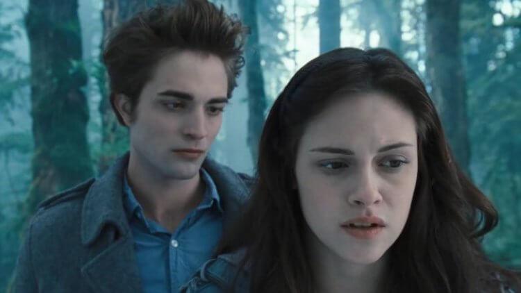 《暮光之城》系列裡,羅伯派汀森飾演的吸血鬼愛德華愛上了克莉絲汀史都華飾演的凡人貝拉。