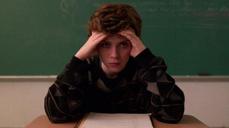 【線上看】《去他X的世界末日》導演 X《怪奇物語》製作團隊 X 魯蛇俱樂部,Netflix 青少年影集《這樣不OK》預告初登場首圖