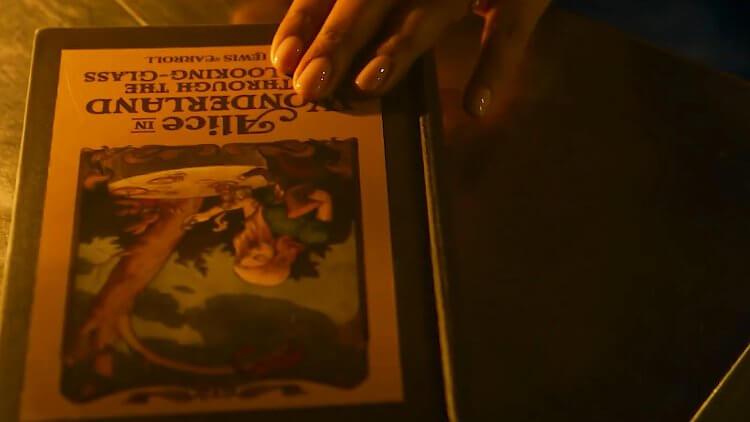 《駭客任務:復活》預告:《愛麗絲夢遊仙境與鏡中奇遇》