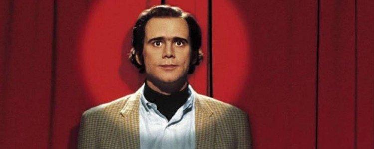 金凱瑞 (Jim Carrey) 在《月亮上的男人》中飾演惡名昭彰的演員安迪考夫曼 (Andy Kaufman)。