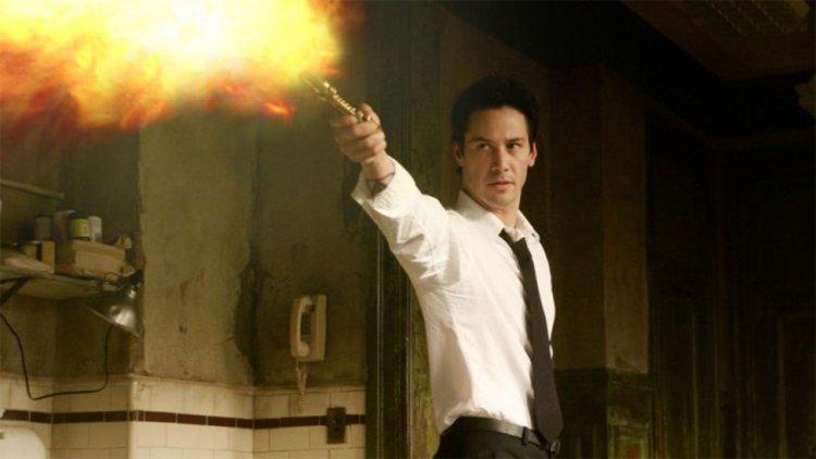 《康斯坦汀:驅魔神探》 15 週年:導演解釋為什麼沒有續集,與他們的超瘋狂續集點子首圖