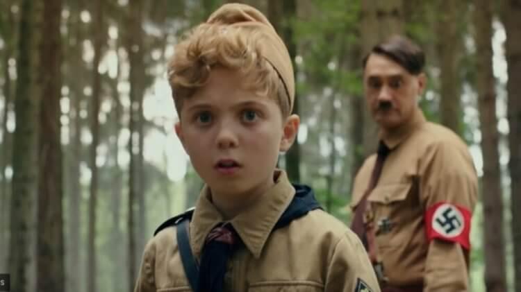 電影《兔嘲男孩》由年僅 12 歲的英國童星羅曼格里芬戴維斯 (Roman Griffin Davis) 主演,表現精湛,並獲得金球獎喜劇類最佳男演員的提名。