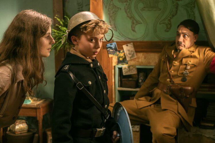 《兔嘲男孩》是以喜劇的方式來呈現,其中導演塔伊加維迪提還飾演了片中的希特勒角色。