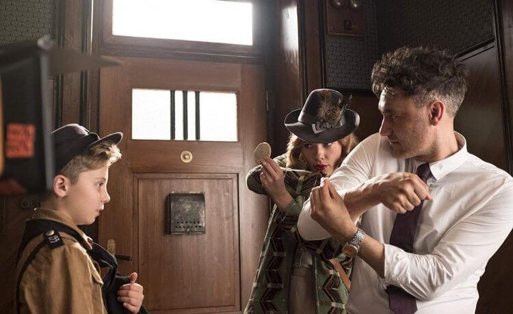 《喬喬兔》由塔伊加維迪提執導,找來「黑寡婦」史嘉蕾喬韓森演出。