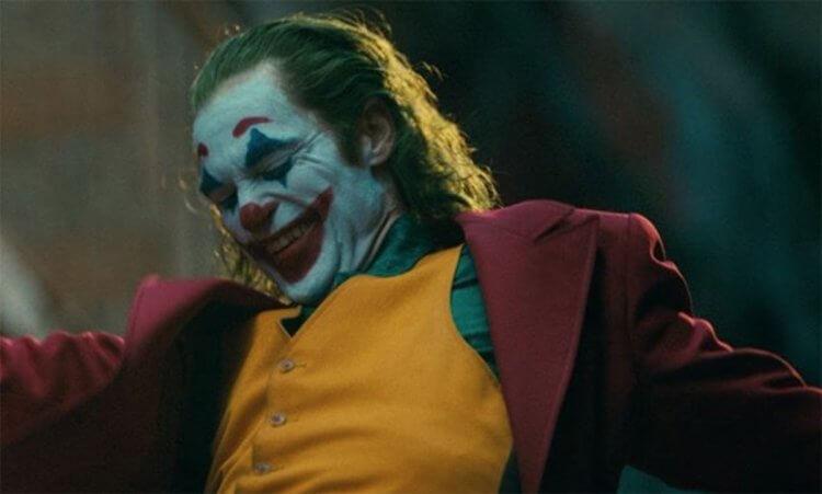 陶德菲利普斯讓瓦昆菲尼克斯在《小丑》裡自由發揮,也收到極為精湛的成效。