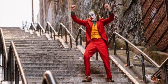 《小丑》階梯漫舞,是許多人喜愛的橋段之一。