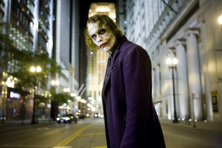 希斯萊傑飾演的小丑相當成功,也讓他在 2008 年的奧斯卡獎上獲得最佳男配角獎的肯定。