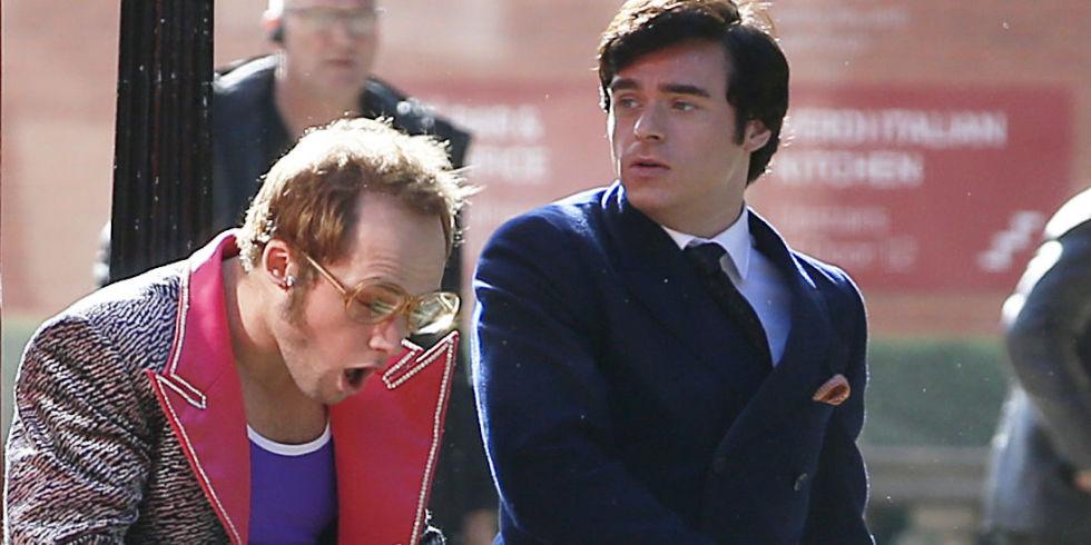 理查麥登在歌星艾爾頓強傳記電影《火箭人》的劇照(右)。