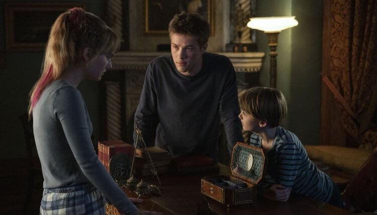 Netflix 影集《致命鑰匙》由康納傑斯普 (Connor Jessup)、艾米麗雅瓊斯 (Emilia Jones)、傑克森羅伯特史考特 (Jackson Robert Scott) 主演。