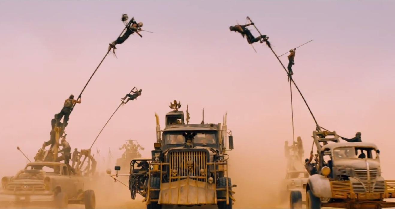 充滿豪邁狂暴風格的電影:《瘋狂麥斯:憤怒道》,也使用非常多特技人員演出。