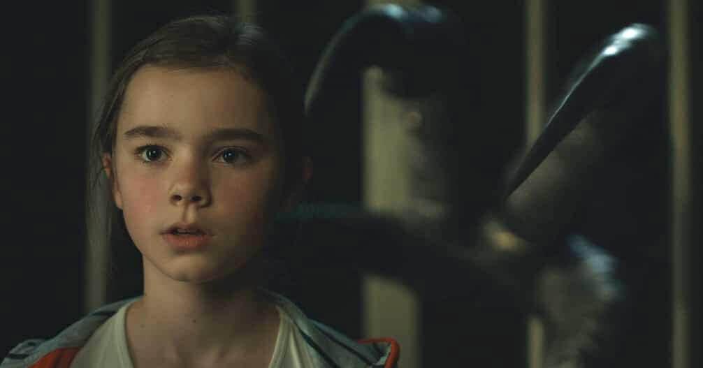《侏羅紀世界:殞落國度》中的小女孩梅西,拯救了恐龍們倖免於難,但接下來人類如何與恐濃共存?這也替後續的故事埋下伏筆......