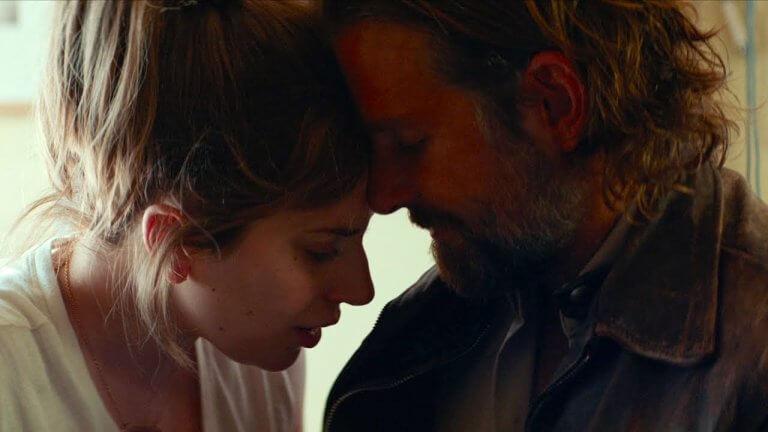 改編自經典電影《星海浮沉錄》的《一個巨星的誕生》劇照,艾莉與傑克森的悲戀令人鼻酸。