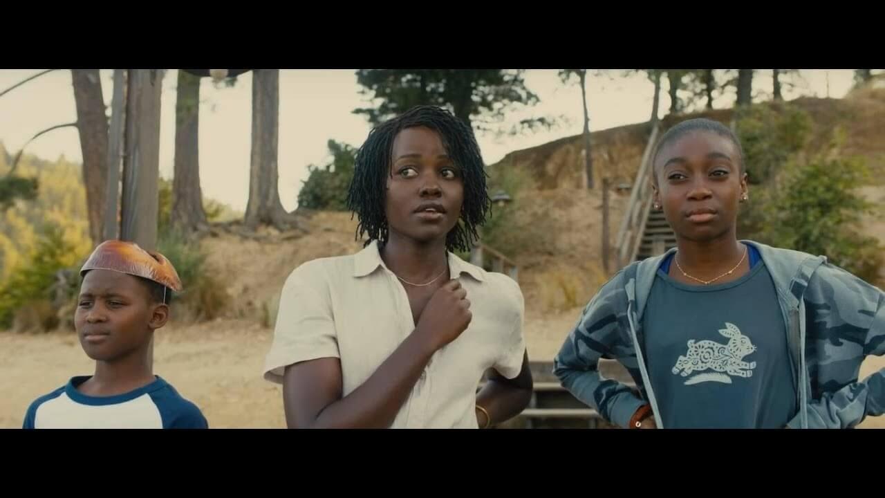 《我們》片中的主角一家人,母親由露琵塔尼詠歐飾演。