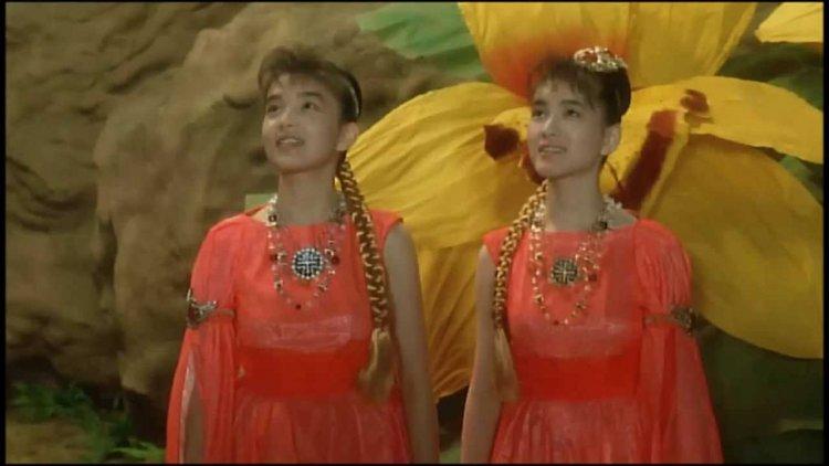 1992 年電影,舊譯「蝶龍魔斯拉」的《哥吉拉 vs 摩斯拉》片中,小美人現身歌唱喚醒摩斯拉拯救人類危機。