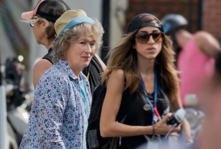 梅莉史翠普 (Meryl Streep) 在《洗鈔事務所》中飾演一名負責調查一宗保險詐欺案的寡婦。