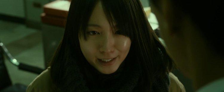 吉岡里帆在改編韓國同名電影的《看不見的目擊者》中飾演一名盲眼女警。