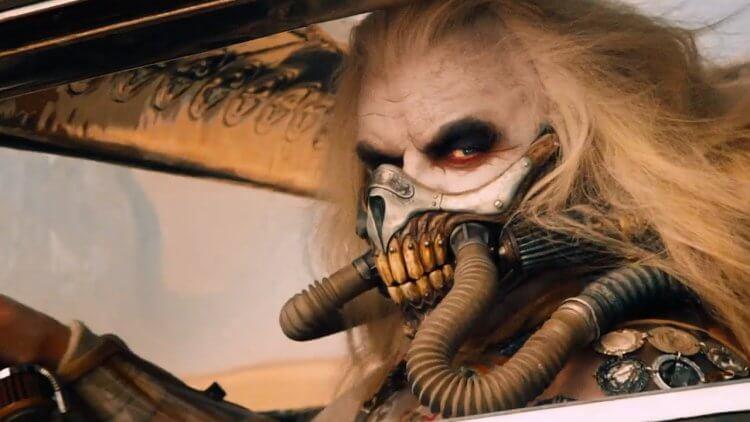 《瘋狂麥斯:憤怒道》修基斯拜倫飾演「不死老喬」。