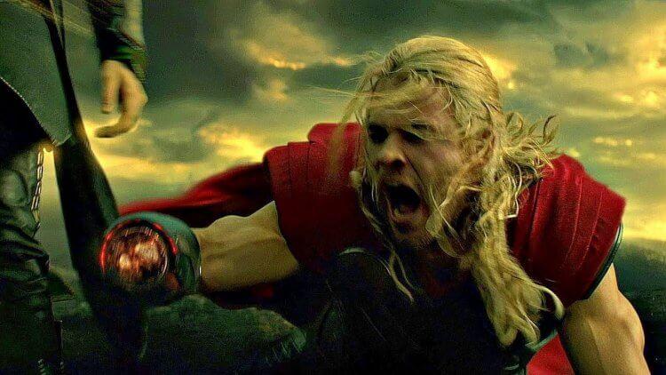 漫威超級英雄電影中雷神索爾斷手的畫面也恪守 PG-13 分級的表現極限。