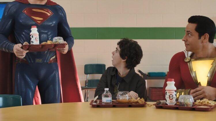 《沙贊!》電影的最後,超人以下半身登場