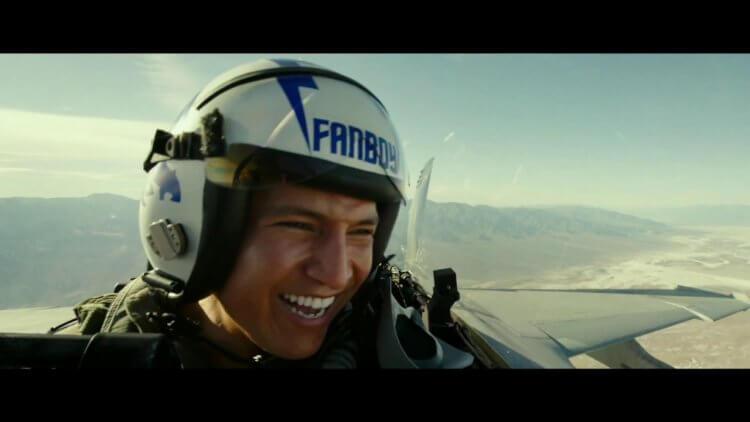 《捍衛戰士:獨行俠》(Top Gun: Maverick) 描述阿湯哥成為教練