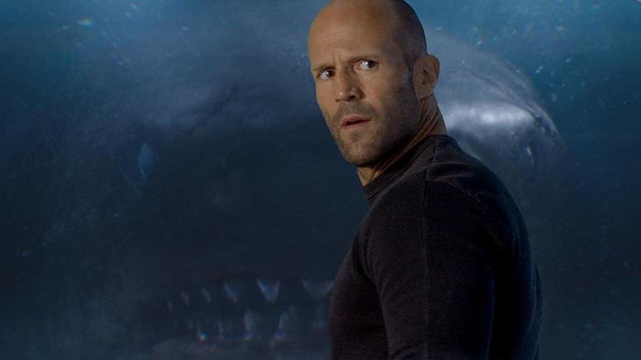 《巨齒鯊》大大大鯊魚與玩命大光頭的大戰爭首圖