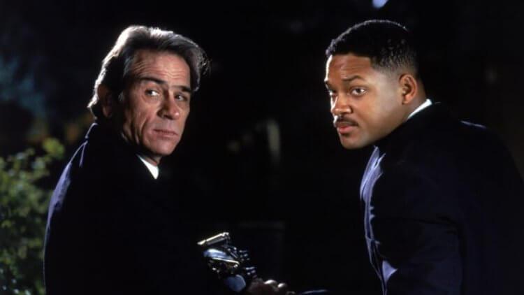 《MIB 星際戰警》中,湯米李瓊斯飾演的「探員 K」(左)。