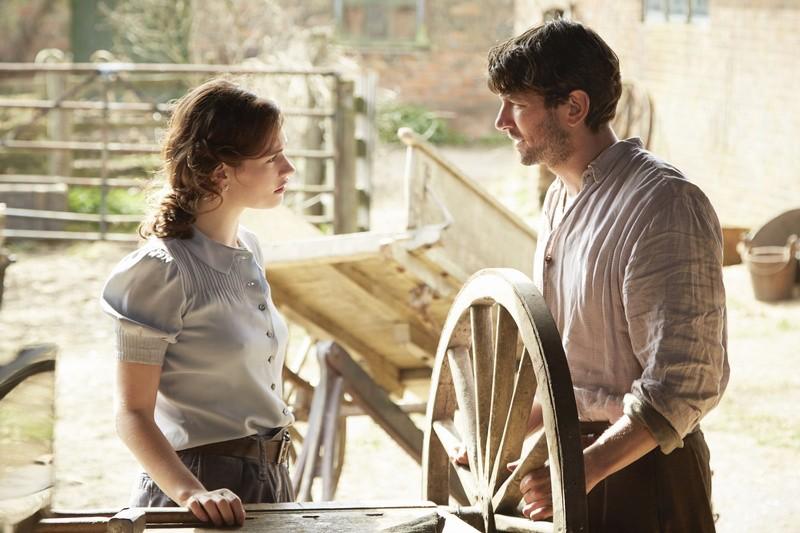 小說《 親愛的茱麗葉 》 改編 , 莉莉詹姆斯 麥可俞斯曼 主演的電影 《 真愛來信中 》 劇照