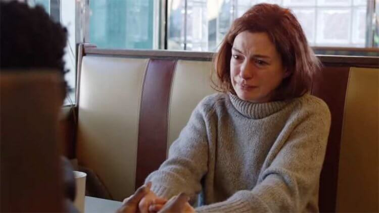 Amazon Prime Video 串流影集《摩登情愛》改編紐約時報讀者投書專欄故事,安海瑟薇領銜主演。