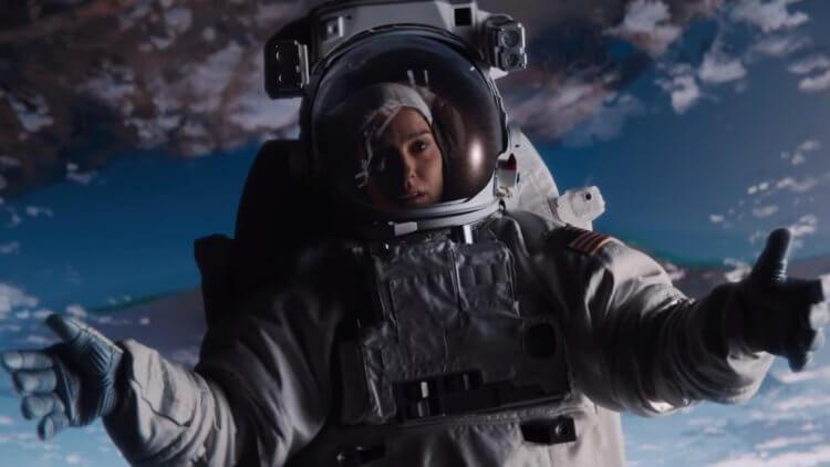 在電影《露西上太空》(Lucy in the Sky) 中,娜塔莉波曼飾演一名從太空世界回來後無法適應日常生活的太空人。