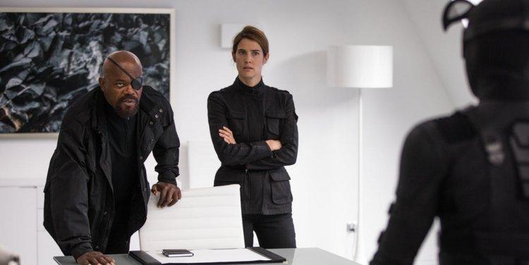 《蜘蛛人:離家日》中的尼克福瑞 (Nick Fury) 以及瑪麗亞希爾 (Maria Hill),其實是《驚奇隊長》片中出現的外星人:史克魯爾人所假扮。