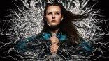 【線上看】Netflix《天命之咒》改編亞瑟王傳說!凱薩琳蘭福德成手持王者之劍的「湖中妖女」妮妙