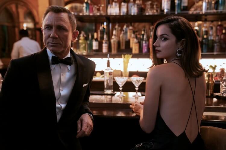 《007:生死交戰》丹尼爾克雷格、安娜德哈瑪絲。