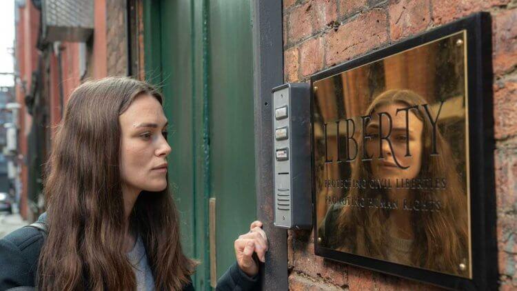 9/27 上映的《瞞天機密》是由綺拉奈特莉領銜主演,飾演決定揭發英美政府不義之舉的中文翻譯員。
