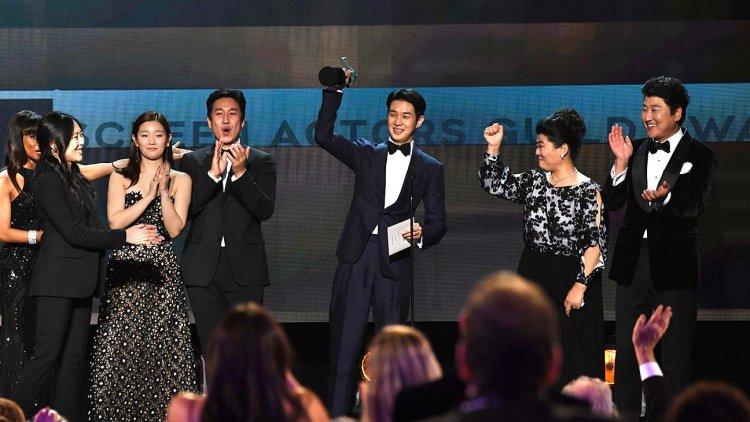 南韓導演奉俊昊執導的《寄生上流》獲得了美國演員工會電影類的最大獎「最佳整體演出」獎。