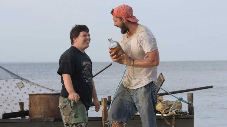電影《 花生醬獵鷹的願望 》(The Peanut Butter Falcon):「唐氏症男孩」扎克戈沙根 (Zack Gottsagen) 與「亡命泰勒」西亞李畢福 (Shia LaBeouf)。