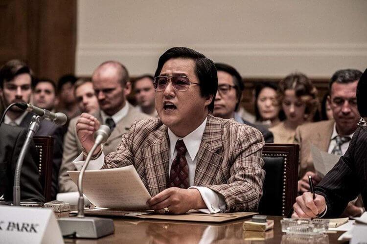 郭度沅在真實事件改編的韓國政治電影《南山的部長們》中,飾演的朴勈革是前任中央情報部部長。