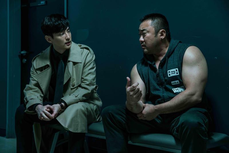 以「 阿秋霸 」為題的電影《 冠軍大叔 》,由 馬東石 、 權律 共同演出。