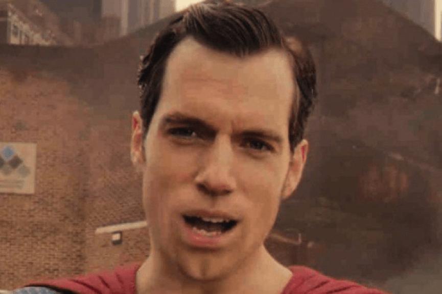 電影 《 正義聯盟 》中的第一個鏡頭,就是 超人 的正臉大特寫。