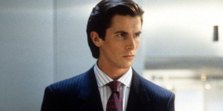 2000 年電影《美國殺人魔》中西裝革履的克里斯汀貝爾 (Christian Bale) 造型。