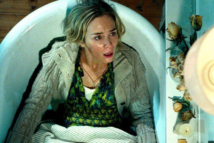 出聲即死的驚悚恐怖片《噤界》中,艾蜜莉布朗的浴缸生產戲。
