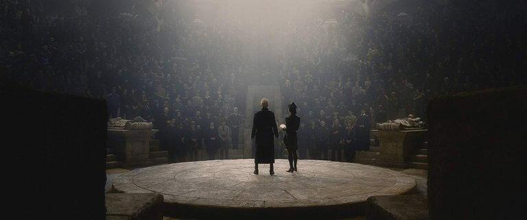 葛林戴華德召集純種巫師,跟希特勒發起啤酒館政變同出一轍,都是希望推翻現有政權,圖為劇照。