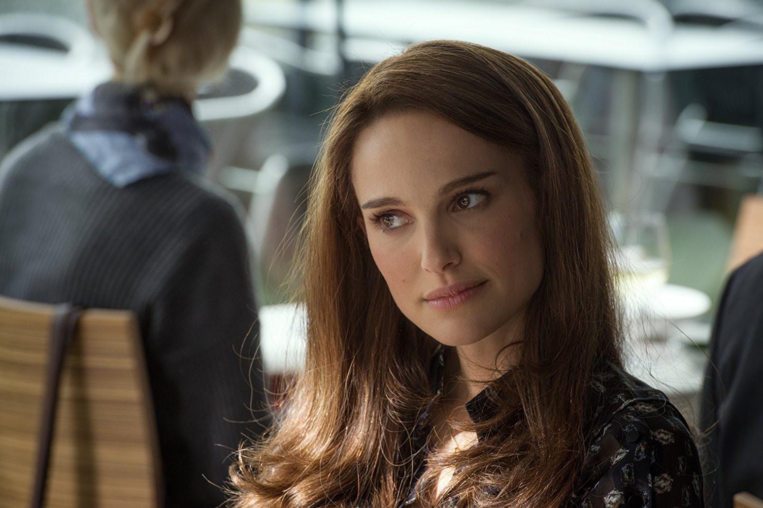 2011 年開始的《雷神索爾》系列電影中,前兩集的女主角便是由娜塔莉波曼飾演。